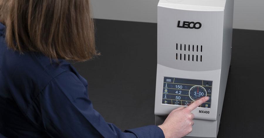 MX400 – die nächste Generation der Einbettpresse von LECO